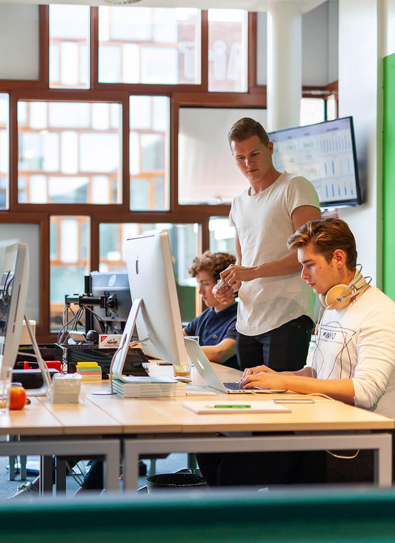 werken-personeel-sjoerd-hsu-ben-bedrijf-achter-de-schermen-werkwijze
